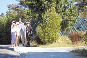A group of concerned neighbors stops to check out the planned site for Chabad.Photo by: Danielle Vinland