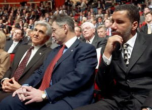 Gov. Paterson has had a rocky year, facing accusations of being a dysfunctional manager - a charge that echoes a report on his abilities as boss when he was minority leader of the state Senate. (AP Photo/Jim McKnight)