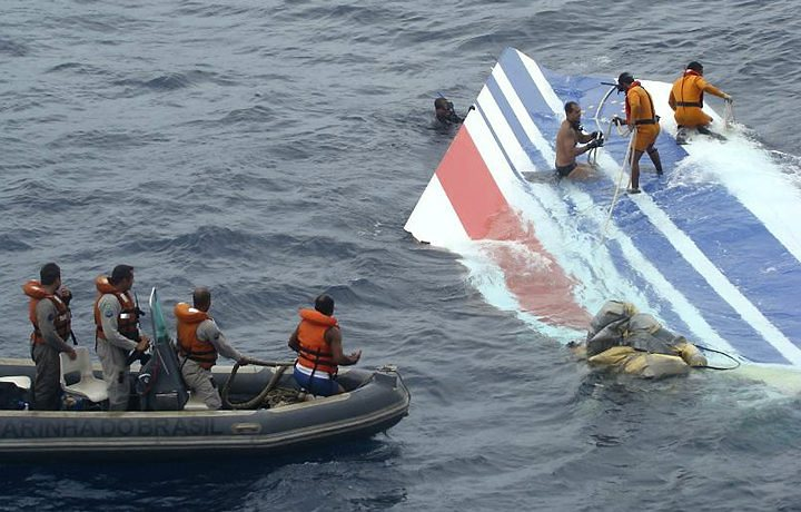 In this photo released by Brazils Air Force, Brazil Navy sailors recover debris from the missing Air France jet at the Atlantic Ocean, Monday, June 8, 2009. photo credit: Brazil Navy