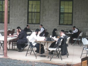 Learning outside of the shul