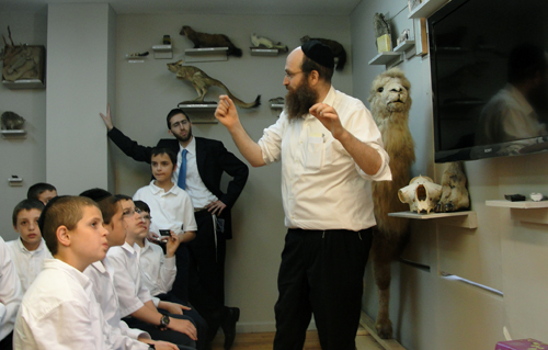Rabbi Shaul Shimon Deutsch, director of Torah Animal World, tells a group of students from Yeshiva K'Tana in Waterbury, Conn., about the animals mentioned in the Hebrew Bible. (Sharyn Jackson/The Brooklyn Ink)