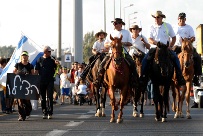 Gilad Shalit march passes through Hefer Valley, Northern Israel. Thousands of people joind the march,some of them just for a day or a couple of miles,while Gilad's father and mother,Noam and Aviva Shalit continued to walk on at the head of the winding stream of men women and children.All around people are cheering,greeting and giving their suuport to  Shalit's family when the march passed through Hefer Valley. Photo by Gili Yaari /  FLASH90