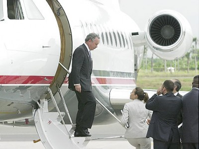 Mayor Bloomberg leaves his luxurious Dassault Falcon 900s (Photo Maisel/Daily News)