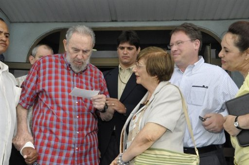 In this photo released by the state media Cubadebate web site, Fidel Castro, left, stands with U.S. journalist of The Atlantic, Jeffrey Goldberg, second from right, and Cuban Jewish Community President Adela Dworin, third from right, at the National Aquarium in Havana, Cuba, Monday Aug. 30, 2010. Goldberg is a national correspondent for the magazine who has written on the Middle East and Iran. (AP Photo/Estudios Revolucion, Cubadebate)