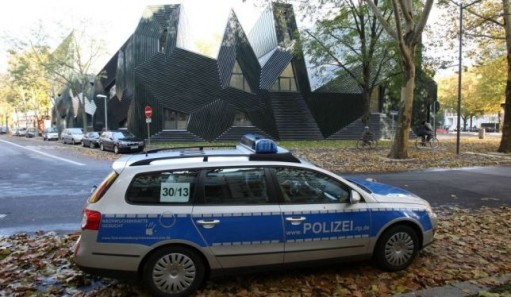 German police in front of teh Shul