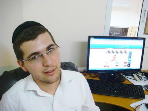 """Avi Greenzeig was hired by rabbis to edit and censor one of Israel's most popular Haredi websites, Behadrei Haredim. """"People can live without television, but the Internet is different,"""" he says. (Edmund Sanders, Los Angeles Times / November 20, 2010)"""