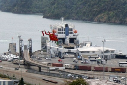 A helicopter carrying emergency personnel above the Kaitaki (Mat Scott)