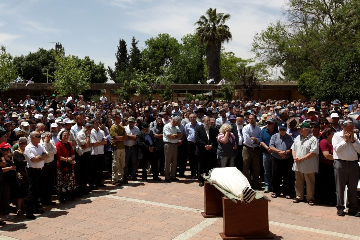 Funeral of Rabbi Uri Dasberg at the settlement of  Alon Shvut in Gush Etzion on May 25, 2011. Three people were killed yesterday in a crash between a private vehicle and a truck on Route 60 in Gush Etzion,one of the victims was identified as Rabbi Uri Dasberg, 65, from Alon Shvut, who adopted his daughter's two children after she and her husband, Efrat and Yaron Ungar, were killed by terrorists in 1996. Photo by Kobi Gideon / Flash90