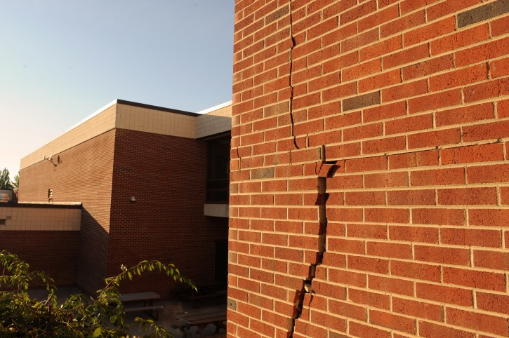 A large crack is seen in a brick building at Louisa County High School, after being damaged by an earthquake in Mineral, Virginia, USA, 23 August 2011. The earthquake, whose epicenter was in Mineral, Virginia, was magnitude 5.9, according to the US Geological Survey. The quake was strongly felt in Washington DC and felt as far away as New York City and Georgia.  EPA/MICHAEL REYNOLDS