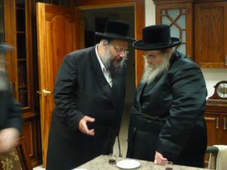 In this undated photos Rabbi Shapiro in conversation with Belze'r Rabbie.