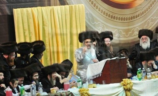Satmar Rebbe R' Aron Teitelbaum, spoke passionately about how the Rebbe Reb Yoel Zt'l taught his followers to be proud of their Satmar heritage, to continue in their customs in America, the dangers of Zionism and strongly condemned those who speak out against U.S. President Obama. on Aug 17 2011 at  New York State Armory in Crown Height