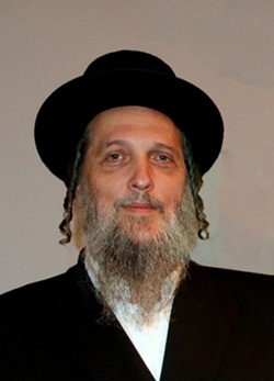 Rabbi Wolhendler was nifter Shabbas Kodesh Parshas Toldos of this year at the age of 58. (1953-2011)