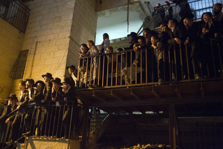 Ultra-Orthodox Jews pack an outdoor staircase and balconies in the Mea Shearim neighborhood in Jerusalem, Israel, 18 July 2012, to get a glimpse of the funeral procession of  102-year-old Rabbi Yosef Shalom Elyashiv who died after a long illness. Elyashiv was the leader of the Lithuanian ultra-Orthodox community in Israel and one of the most well-known Rabbis in the Hasidic world.  EPA/JIM HOLLANDER