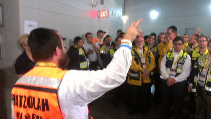 Bentzi Lebovitz coordinator of Hatzalah Borough Park briefing members of the Vol. group at MetLife Stadium on Aug 1 2012. Photo: VIN News
