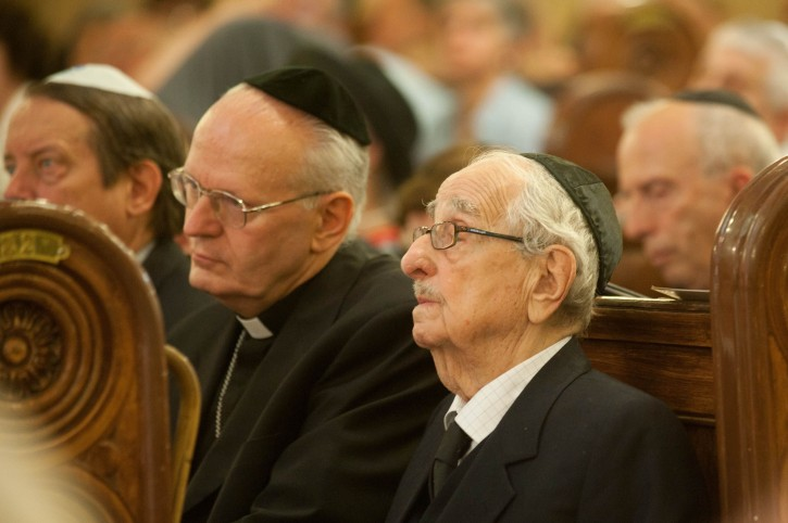 Former Hungarian Chief Rabbi Jozsef Schweitzer (R) and Primate of the Hungarian Catholic Church, Archbishop of Esztergom-Budapest, Cardinal Peter Erdo attend the commemoration of late Swedish diplomat Raoul Wallenberg on the occasion of the centenary of the birth of Wallenberg in the Dohany Street Synagogue in Budapest, Hungary 09 September 2012. The Memorial Park of the Synagogue was named after Wallenberg, who saved the lives of tens of thousands of Jewish Hungarians in Nazi-occupied Budapest during WWII.  EPA/BEA KALLOS