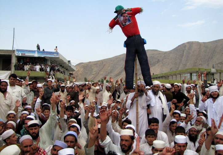 Afghan demonstrator hold an effigy of US President during a protest against an anti-Islam video, in Nangarhar Gani Khell district, Afghanistan, 14 September 2012.  EPA/ABDUL MUEED