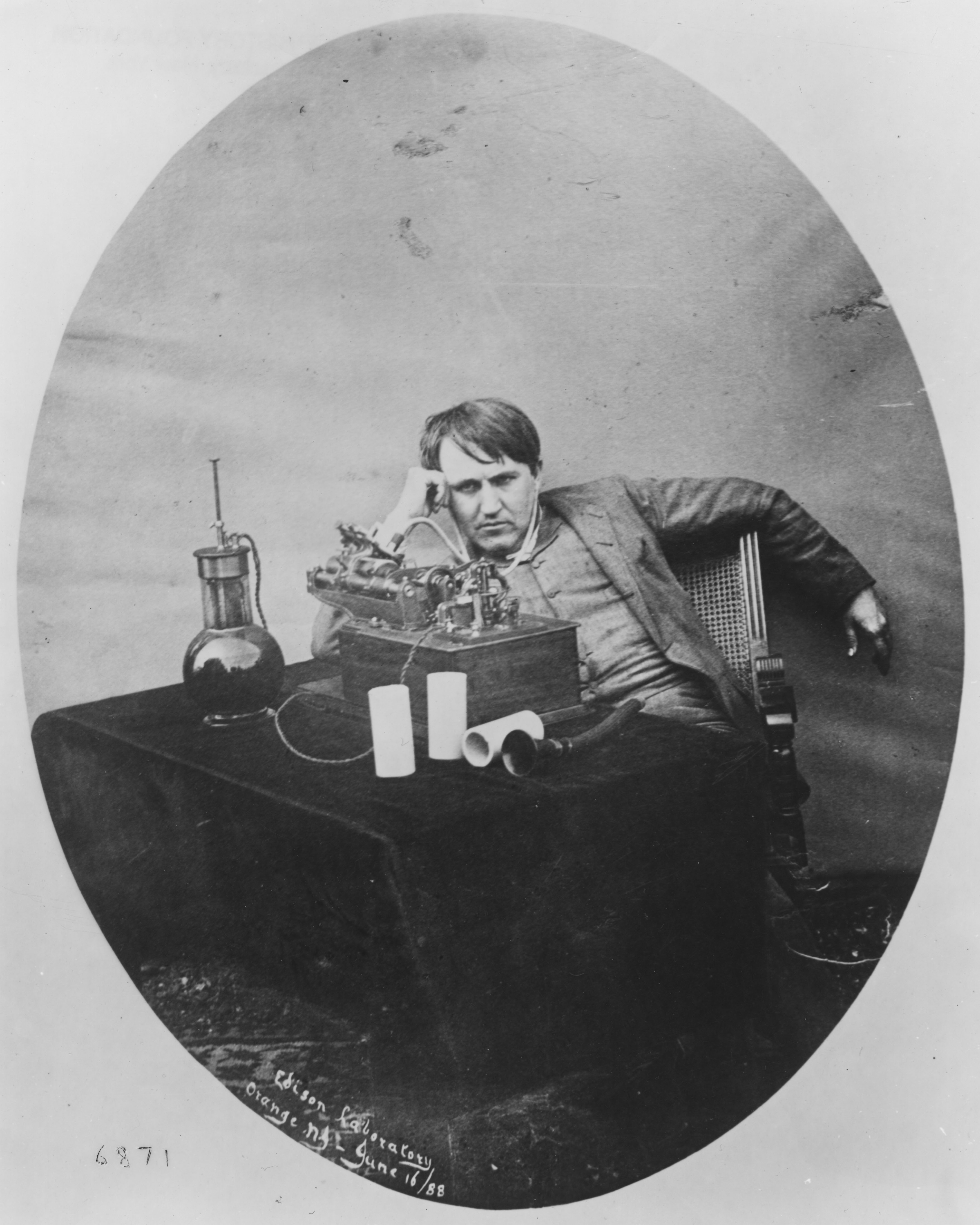 a history of the phonograph Edison invents the phonograph thomas edison created many inventions, but his favorite was the phonograph while working on improvements to the telegraph and.