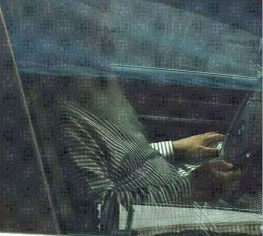 The photo that circulated on the net showing Rabbi Yitzchak using an iPhone