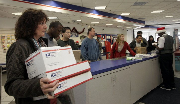 People in line at the U.S. Postal Service Airport station in Los Angeles. (AP Photo/Nick Ut, File)<br />