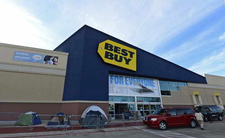 People put tents up outside a Best Buy store to be the first in line for shopping on Black Friday when the store opens at midnight on Thanksgiving in Mesquite, Texas, USA, 21 November 2012.  EPA/LARRY W. SMITH