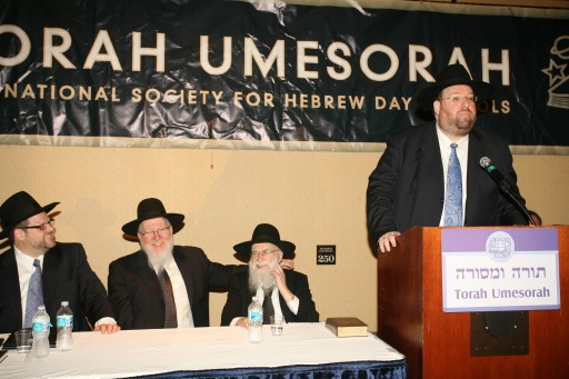 Shlomo Yehuda Rechnitz at a Torah Umesorah dinner