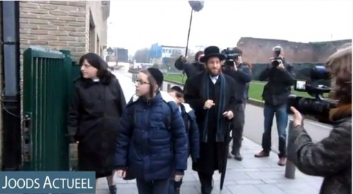 Rabbi Moshe Aryeh Friedman arriving at Bnos Jerusalem school with his children on Jan. 7 2013. Photo: Joods Actueel