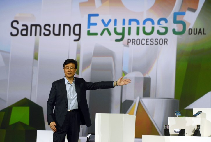 President of Samsung Electronics' Device Solutions, Dr. Stephen Woo, introduces the Samsung Exynos 5 Dual Processor during the keynote speech on the second day of the International Consumer Electronics Show in Las Vegas, Nevada, USA, 09 January 2013.  EPA