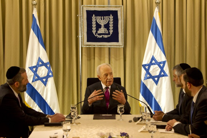 Israel's President Shimon Peres (C), sits with shas party leaders Aryeh Deri (L), Eli Yishai (2-R) and Ariel Attias during their meeting at the President's residence in Jerusalem, Israel, 31 January 2013. EPA/SEBASTIAN SCHEINER / POOL