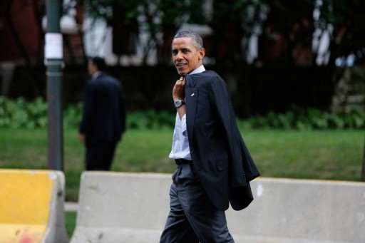 FILE - U.S. President Barack Obama walks to a campaign fundraising event near his house in Chicago, August 12, 2012.      REUTERS/Larry Downing