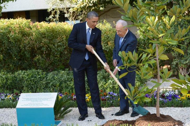 US President Barack Obama (L) takes part in a tree planting ceremony at the residence of Israeli President Shimon Peres (R), in Jerusalem, Israel, 20 March 2013. EPA/AMOS BEN GERSHOM / GPO