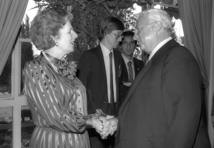 FILE - British Prime Minister Margaret Thatcher (L) greets Israeli Minister of Industry and Trade Ariel Sharon during a reception in honour of Israeli Prime Minister Shimon Peres in Jerusalem May 26, 1986  Reuters