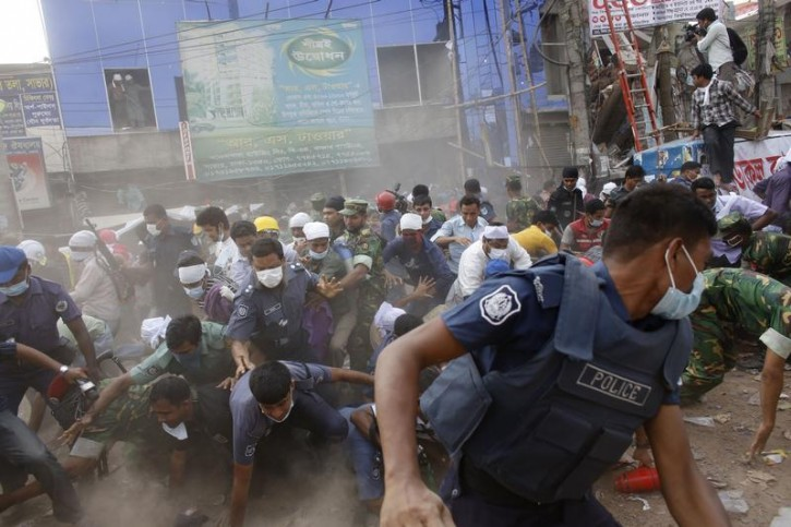 Rescue workers, army personnel, police and members of media run after they heard someone shouting that a building next to Rana Plaza is collapsing during a rescue operation in Savar, 30 km (19 miles) outside Dhaka April 26, 2013. The search for survivors from Bangladesh's worst industrial accident stretched into a third day on Friday, with the death toll rising to 273 after the collapse of Rana Plaza, a building housing factories that made low-cost garments for Western brands. The building next to Rana Plaza did not collapse. REUTERS/Andrew Biraj