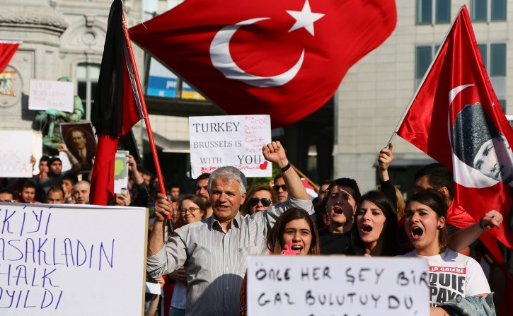 People shout slogans during a demonstration in support of the Turkish people, at the place du Luxembourg near the EU Parliament in Brussels, Belgium, 04 June 2013. The death toll in anti-government protests in Turkey rose to two ahead of a two day-strike planned by a trade union confederation to support the demonstrations. The protests began on 31 May, when the police forcibly removed several hundred environmentalists who tried to stop a construction project in a park on the edge of Istanbul's Taksim Square.  EPA/JULIEN WARNAND