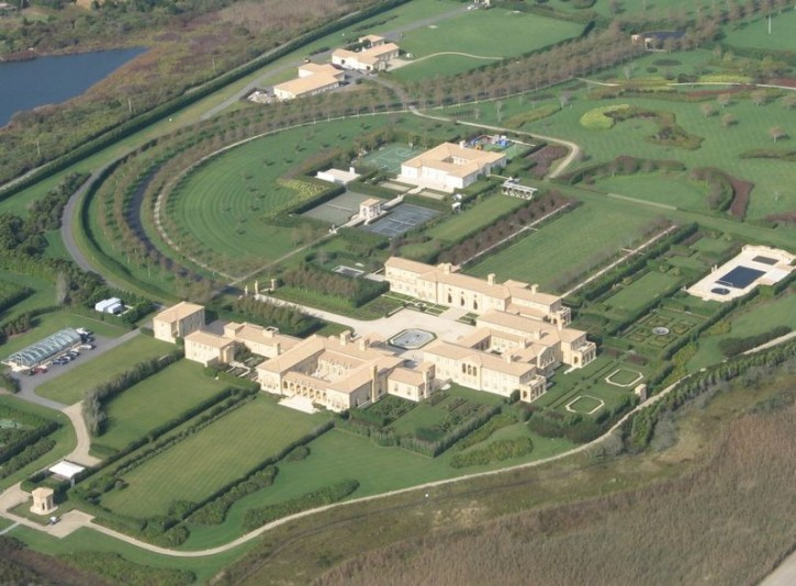 Photograph of Ira Rennert's compound in Sagaponack, New York, as viewed from above. (wikipidia)
