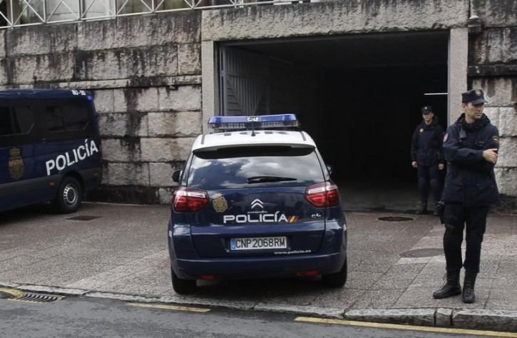 A police car arrives at the courthouse with Francisco Garzon inside in Santiago de Compostela, northwestern Spain, July 28, 2013. Garzon, 52, the driver of a Spanish train that derailed at high speed was taken before a judge for questioning as officials try to determine to what degree he was responsible for the deaths of 79 people in the accident. REUTERS/Miguel Vidal