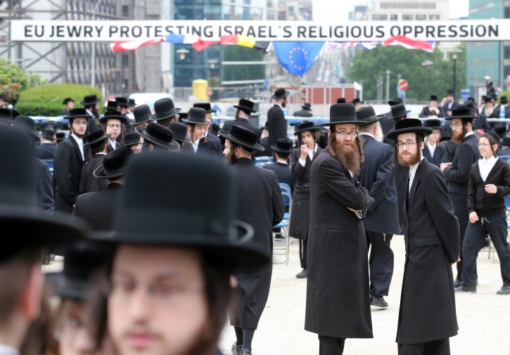 Representatives of Orthodox Jewish community demonstrate in front of the European Union Commission's headquarters in Brussels, Belgium, 01 July 2013. Jews from around the European Union protested against Israeli prosecution against Orthodox Jews, as tensions between the State of Israel and the Orthodox Jewish community over new draft policy reached a climax.  EPA/OLIVIER HOSLET