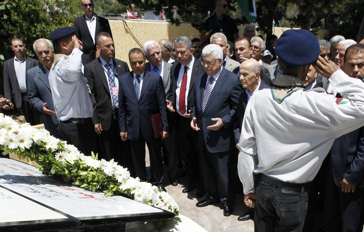 Palestinian President Mahmoud Abbas (C-R) prays after laying a wreath at Palestinian Martyrs statue during his visit to the Palestinian cemetery near Chatila Palestinian refugee camp in Beirut, Lebanon, 05 July 2013. Abbas arrived in Beirut for a three-day official visit to meet with the Lebanese officials.  EPA/NABIL MOUNZER