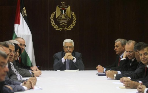 FILE - Palestinian President Mahmoud Abbas (C) heads a cabinet meeting in the West Bank city of Ramallah July 28, 2013.  Reuters