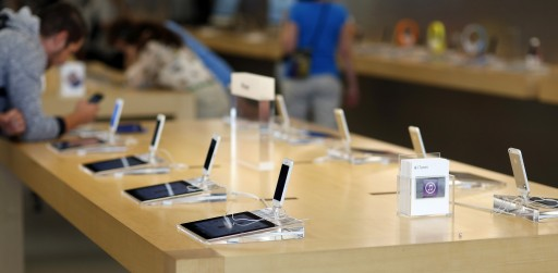 iPhone 5 models are pictured on display at an Apple Store in Pasadena, California July 22, 2013. REUTERS/Mario Anzuoni