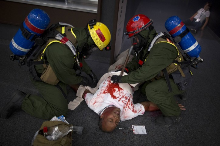 U.S. Marines treat a man, who is acting as a victim with a pole sticking out of his chest, during a mock disaster drill at the Barclay's Center in the Brooklyn borough of New York September 13, 2013. REUTERS/Carlo Allegri