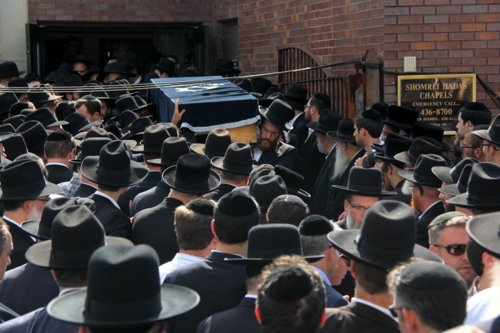 The casket of Steve Zakheim carried out from Shomrei Hadas chapel in Borough Park section of Brooklyn, NY, on Sept. 8 2013. (Photo: Shimon Gifter-VINnews.com)