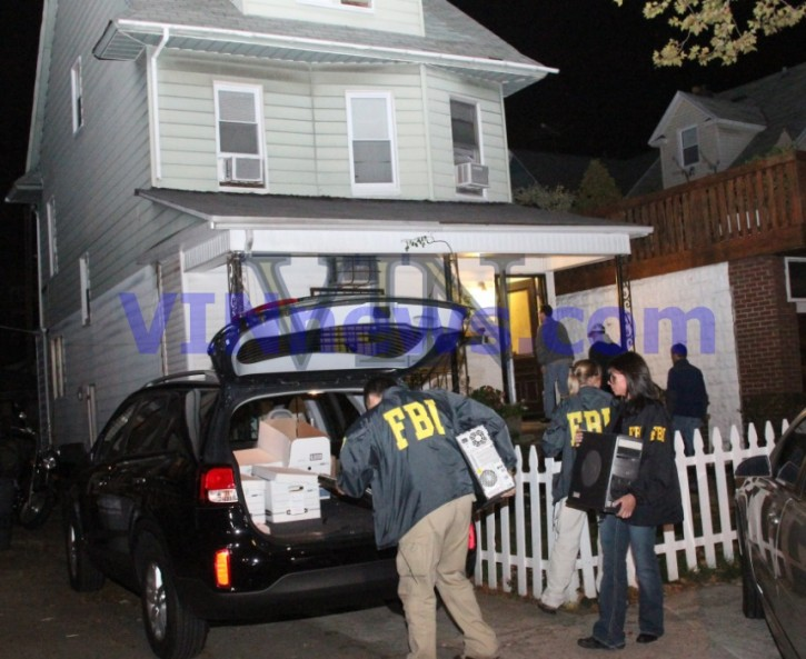 FBI agents conducting a raid in Flatbush at the home of Brooklyn Rabbi Mendel Epstein late night Oct. 9 2013 (Shimon Gifter/VINnews.com)
