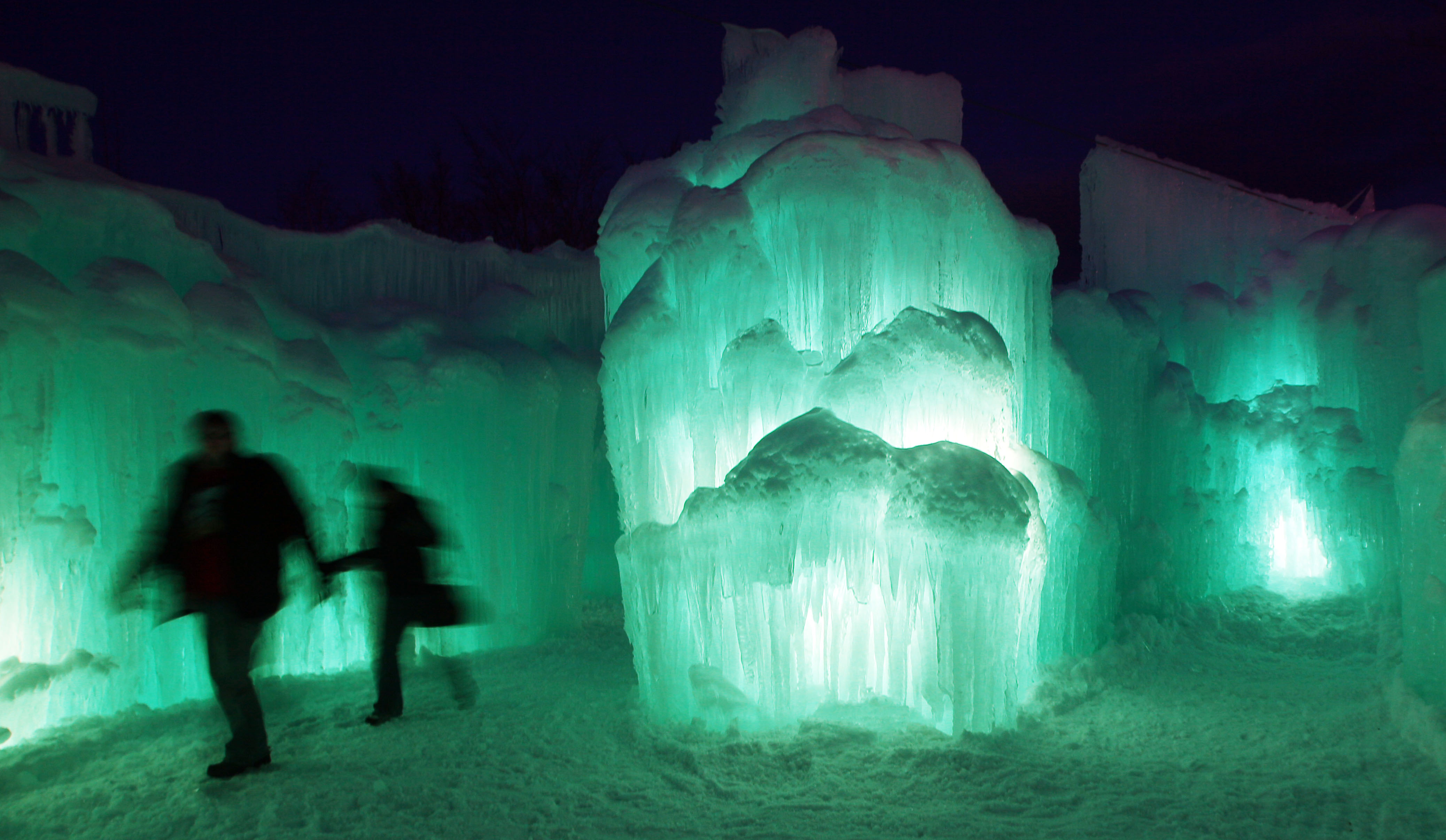 Lincoln Nh Ice Castles Become Tourist Attractions In 3