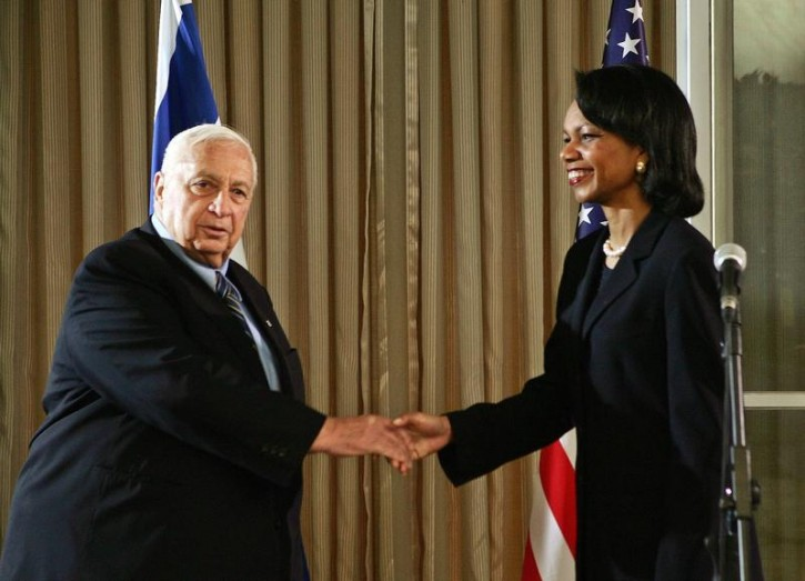 Israeli Prime Minister Ariel Sharon (L) shakes hands with U.S. Secretary of State Condoleezza Rice before their meeting in Jerusalem November 14, 2005. Rice met Sharon on Monday in a new push to revive peace moves stalled by violence. REUTERS/Ariel Schalit/Pool