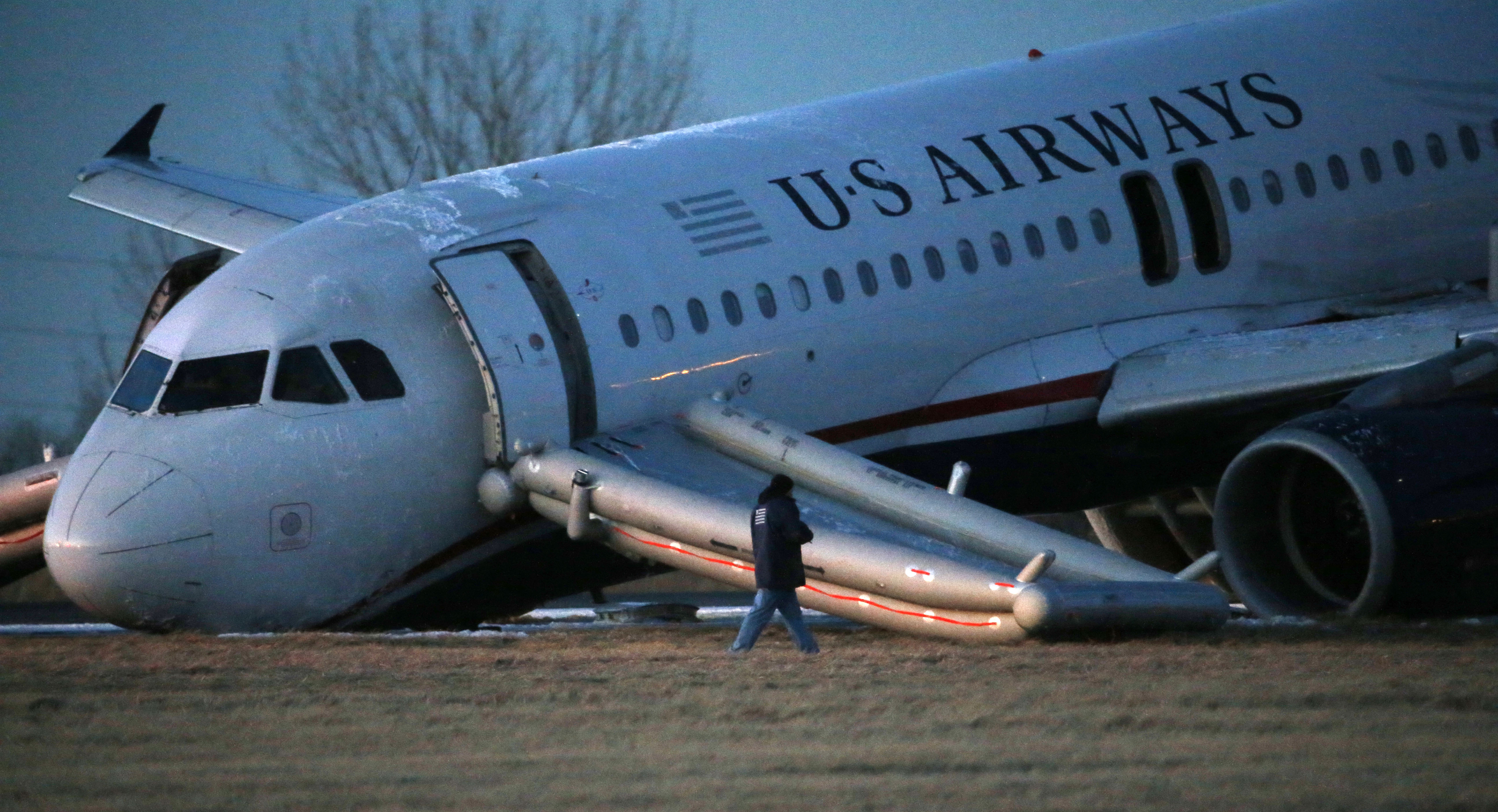 Philadelphia Pa Nose Gear On Plane Collapses At