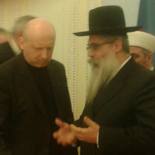In this recently released photo to VINnews.com Rabbi Bleich is seen speaking with an interim Ukraine president Oleksander Turchinov