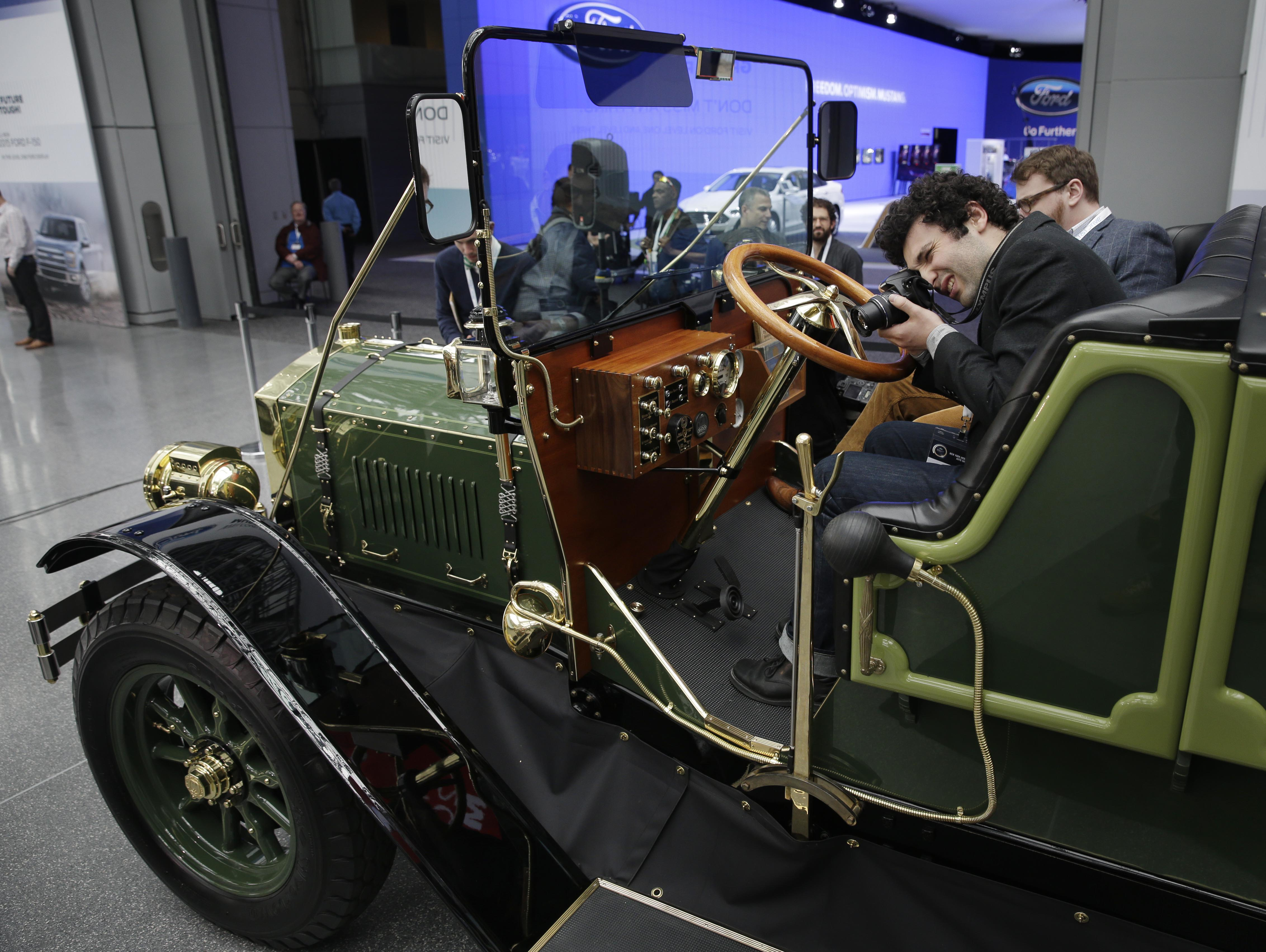 New York - Old Timey Car To Replace NYC Horse Carriages Shown