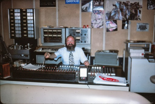 Rav Dovid at a recording studio in June 1977
