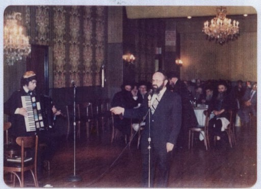 Rav Dovid preforming at a wedding in 1966