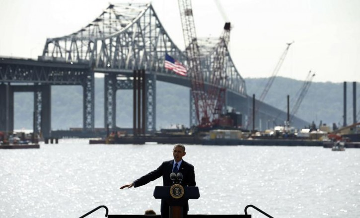 U.S. President Barack Obama speaks about transportation infrastructure during a visit to the Tappan Zee Bridge in Tarrytown, New York May 14, 2014. Obama pushed for Congress to quickly pass a bill to replenish dwindling funds for highway and bridge repairs. A  $3.9 billion project is underway at the Tappan Zee Bridge to replace the aging, congested structure.   REUTERS/Kevin Lamarque